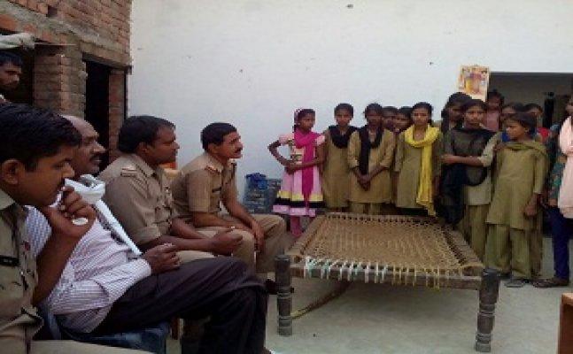 लखनऊः बीकेटी में 11 छात्राओं ने बेरहमी से पीटा, थाने पर हंगामा