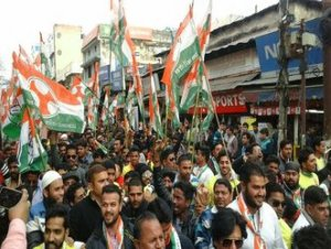 हृदयेश के समर्थन में कांग्रेस कार्यकर्ताओं ने निकाला रोड शो