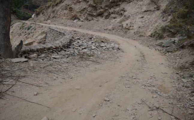 नैनीताल- सड़क निर्माण में अनियमितता को लेकर सीडीओ ने दिए जाँच के आदेश