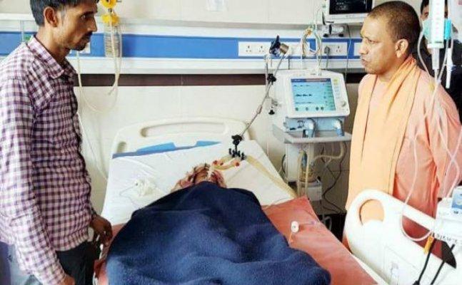 KGMU आग: पीड़ितों से मिलने ट्रॉमा सेंटर पहुंचे सीएम योगी, परिजनों को 2 लाख रुपये की आर्थिक सहायता का ऐलान