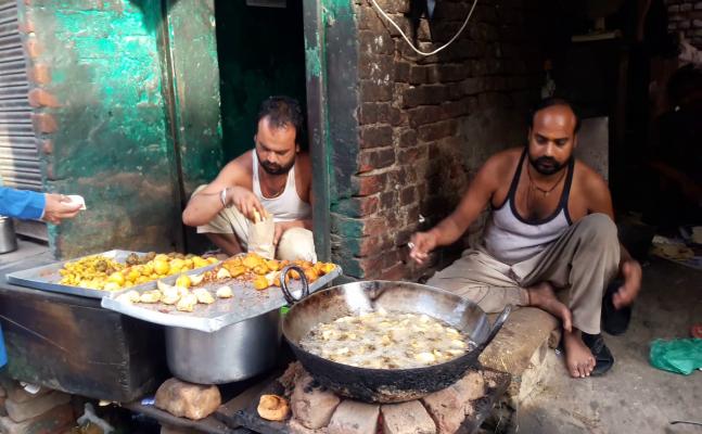 NYOOOZ Special: बरेली में आज भी एक रुपए में मिलता है समोसा