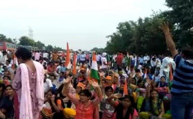 Shikshamitras postponed agitation after assurance gave by cm yogi