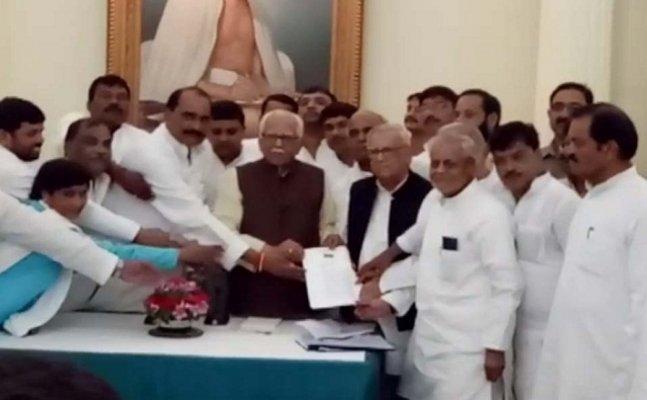 SP MLA delegation handed over memorandum to governor ram naik