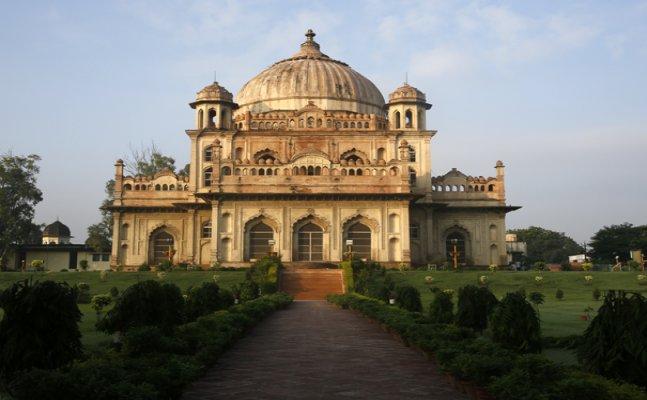 अनकही-अनसुनी लखनऊः सआदत अली खान के मकबरे की खासियत