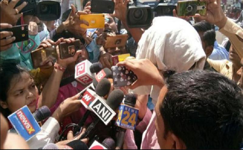 आसाराम दोषी करारः शाहजहांपुर में पीड़िता के पिता बोले- `अब जाकर मिला इंसाफ