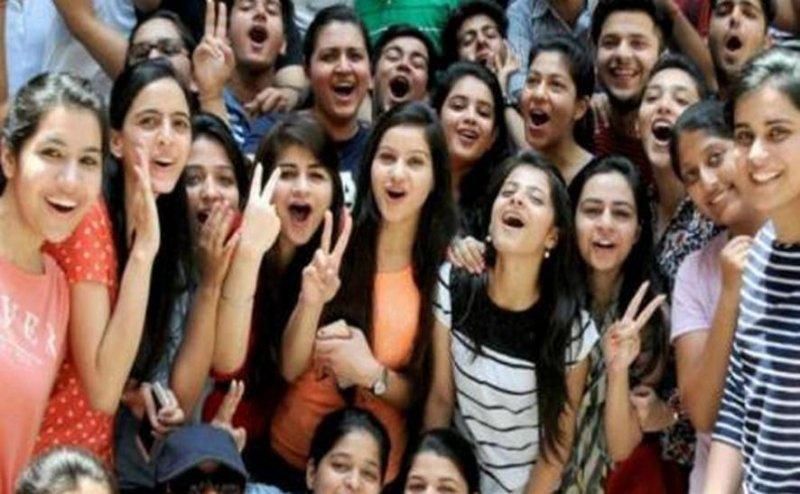 CBSE 10th Result 2018: 12वीं के बाद 10वीं में भी लड़कियों ने फिर मारी बाजी