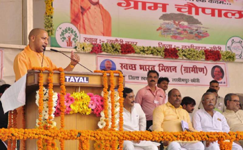 लखीमपुर में सीएम योगी, लाहौरीनगर गांव में लगाई चौपाल