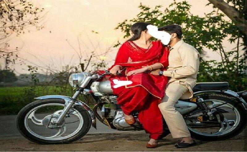 कार से उतर कर दुल्हन प्रेमी के साथ बाइक से फरार, देखता रह गया दूल्हा
