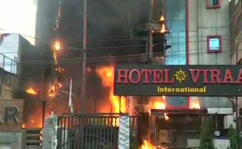 लखनऊ अग्निकांडः दो होटल सीज, मैनेजर गिरफ्तार