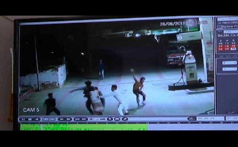 कानपुरः पेट्रोल पंप पर 100 रुपए के विवाद में कर्मचारी और युवकों में मारपीट