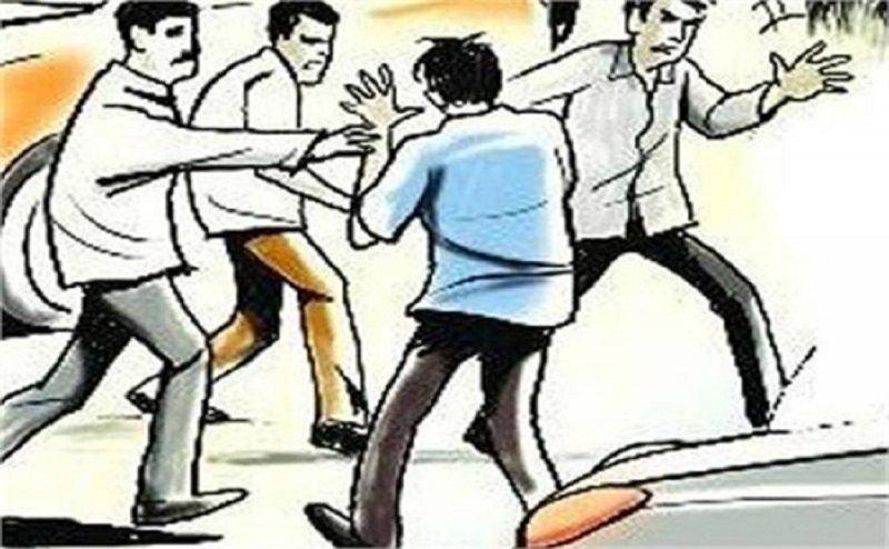 मथुरा में दबंगों ने की छात्र की जमकर पिटाई