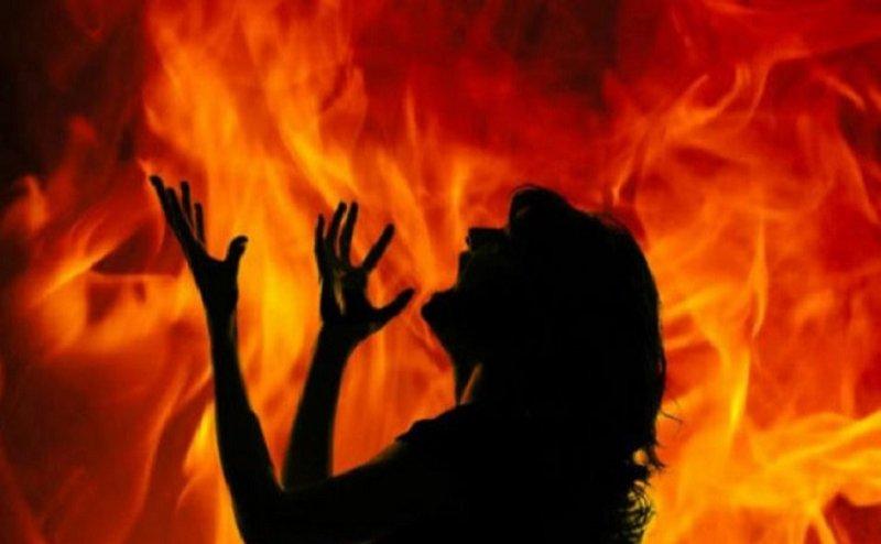 आगरा में जिंदा जलाई गई छात्रा की सफदरजंग अस्पताल में मौत