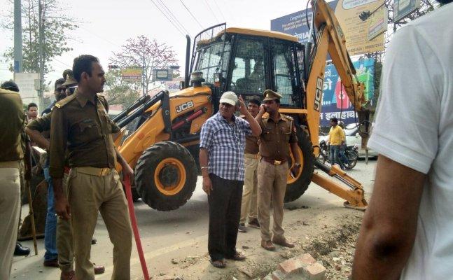 जिस स्कूल में पढ़े थे अमिताभ बच्चन और काटजू, नगर निगम ने तोड़ दी उसकी दीवार