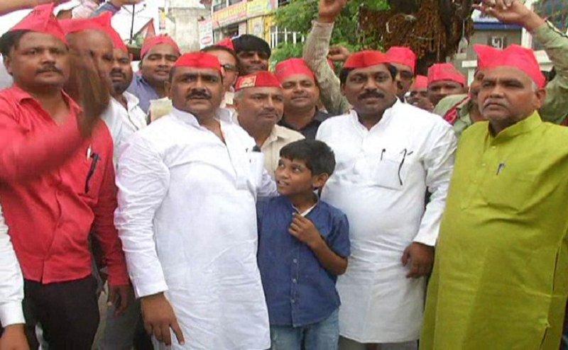 कैराना लोकसभा उपचुनाव में मिली जीत पर इलाहाबाद में सपा सांसद ने मनाया जश्न