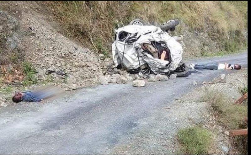 पहाड़ से नीचे गिरी कार, लोक गायक पप्पू कार्की सहित तीन की मौत