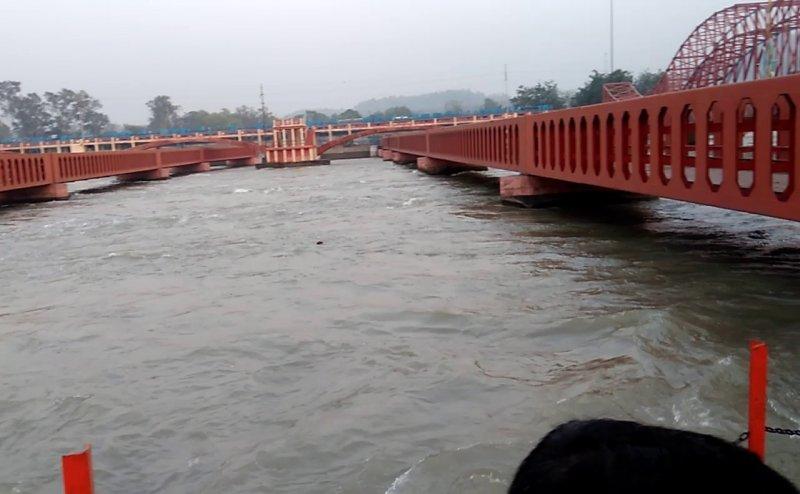 गंगा और सोलानी नदी का बढ़ा जलस्तर, प्रशासन ने जारी किया अर्लट
