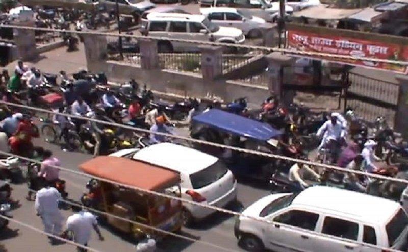 रुड़की में ट्रैफिक जाम से परेशान हो रहे श्रद्धालु और पर्यटक