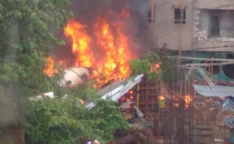 चार्टर्ड विमान हुआ मुंबई में क्रैश, 5 की मौत, इलाहाबाद में भी हुई थीदुर्घटना