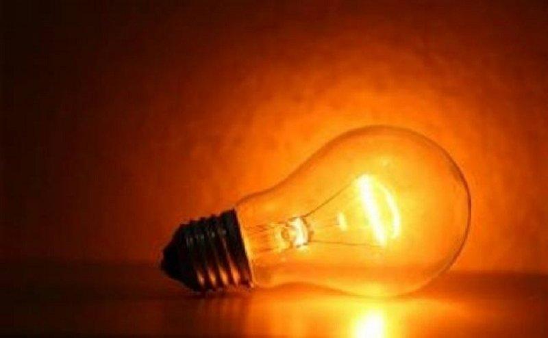 बिजली की कटौती को लेकर रुड़की में किसानों का प्रदर्शन