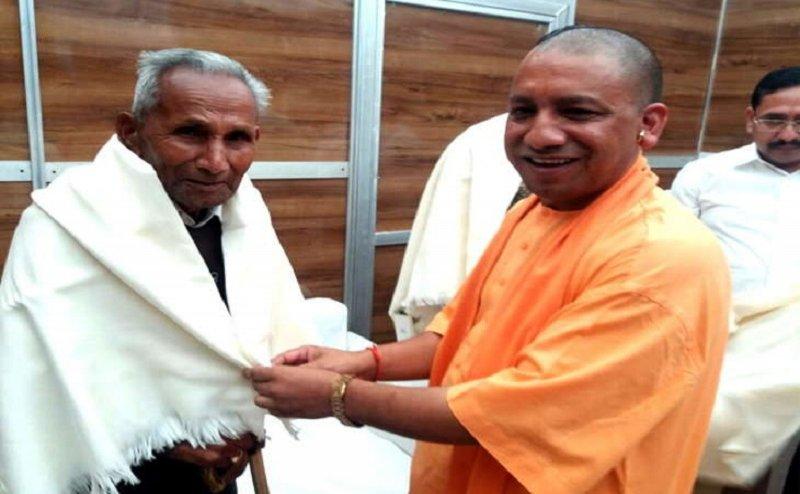 सीएम योगी के पिता ऋषिकेश एम्स में हुए भर्ती