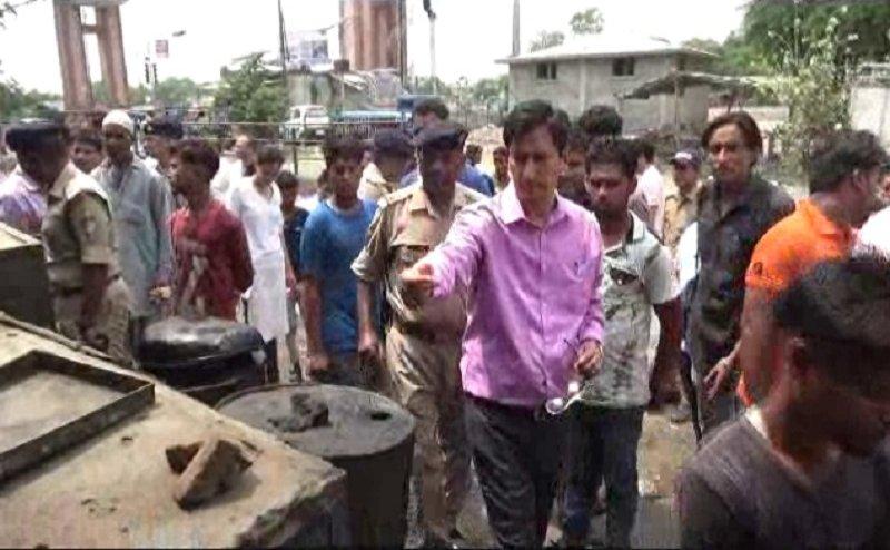 हरिद्वार के डीएम दीपक रावत ने किया कांवड़ पटरियों का निरीक्षण, लगाया पांच-पांच हज़ार का जुर्माना