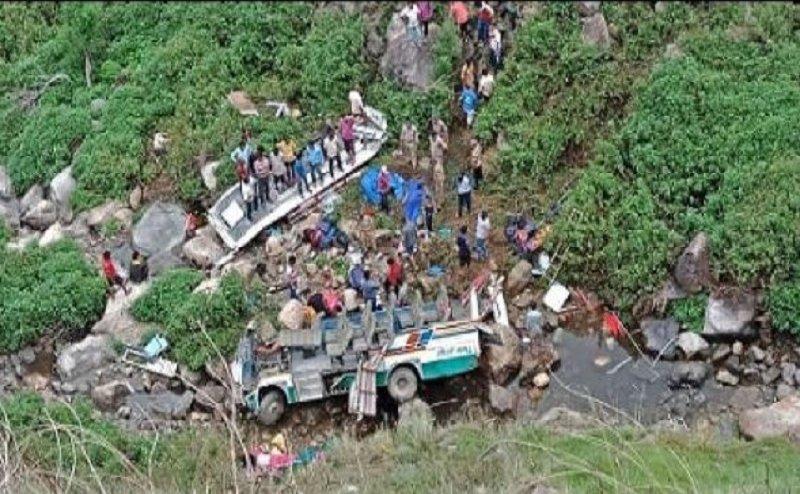 पौड़ी-गढ़वाल में खाई में गिरी बस, 45 लोगों की मौत