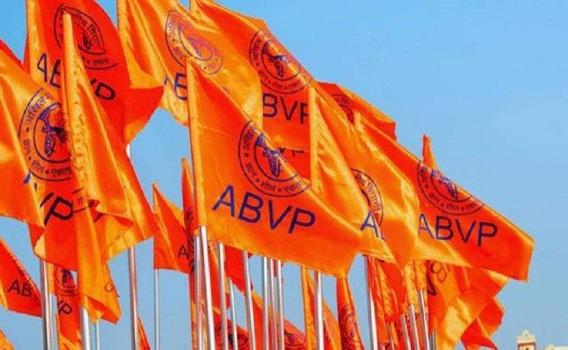 बैग के रंग को लेकर बरेली में समाजवादी छात्र सभा और एबीवीपी के कार्यकर्ता कर रहे बवाल