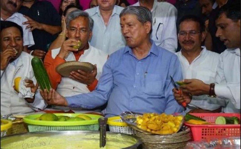 जब एक साथ दिखे उत्तराखंड के सीएम त्रिवेंद्र सिंह रावत और हरीश रावत