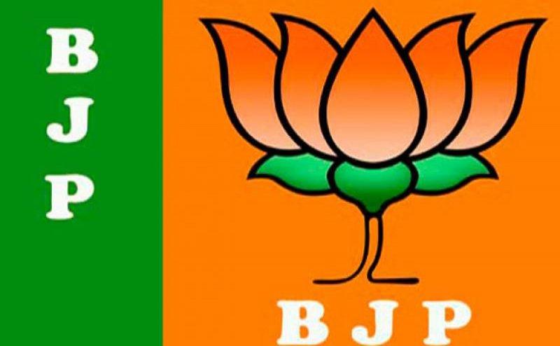 लखनऊ में बीजेपी नेता ने की ट्रैफिक पुलिस के साथ अभद्रता