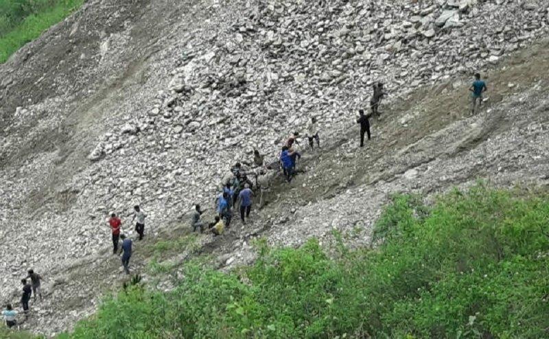 उत्तराखंड के चंबा में गहरी खाई में गिरी बस, 14 लोगों की मौत