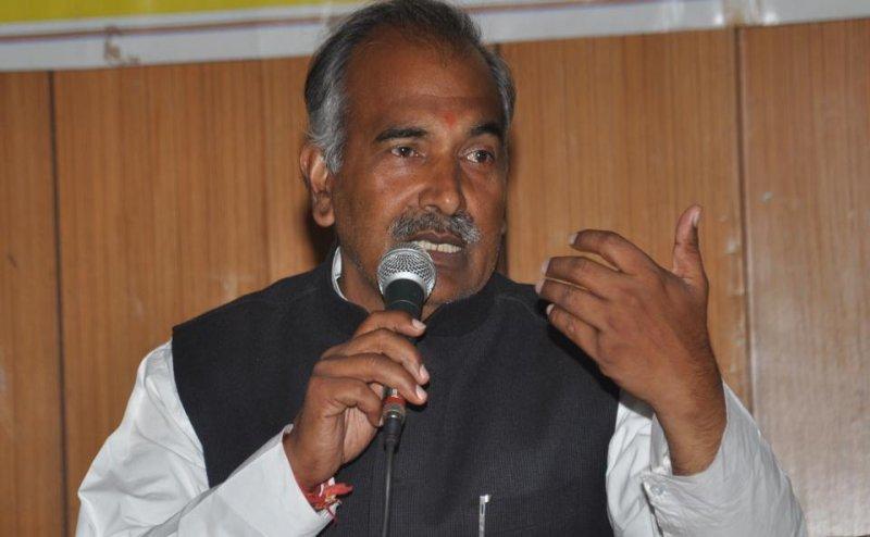 उत्तराखंड के शिक्षा मंत्री अरविंद पांडे ने रिपोर्टर को कहा कांग्रेस का एजेंट, हुआ हंगामा