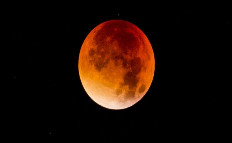 चंद्र ग्रहण 2018: कर दी ये भूल तो अगले कई महीनों तक प्रकोप से नहीं बच पाएंगे आप