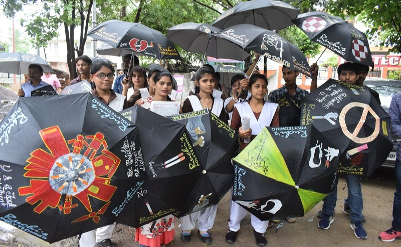 इलाहाबाद में निकाली गई अम्ब्रेला रैली, तम्बाकू के खतरों को लेकर किया गया जागरूक