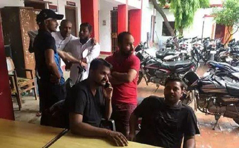 सपा कार्यकर्ता दिखाने जा रहे थे अमित शाह को काला झंडा, पुलिस ने हिरासत में लिया