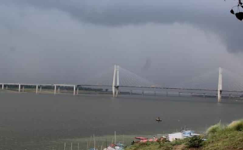 इलाहाबाद में जमकर बारिश, गंगा-यमुना का जलस्तर बढ़ा