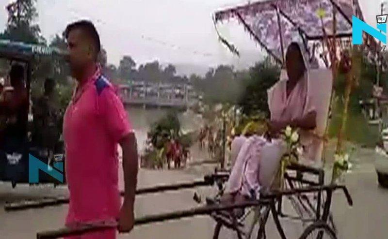 Haryana से अपनी मां को हाथ गाड़ी से लेकर गंगा स्नान कराने Haridwar पहुंचा शख्स
