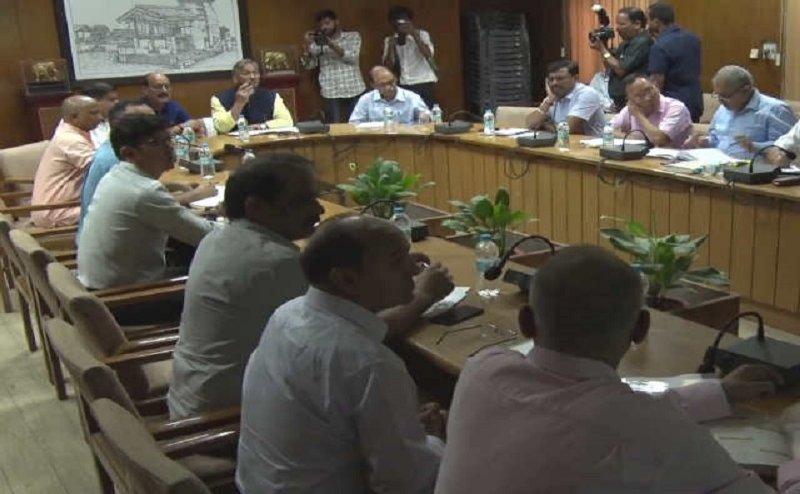 भारी बारिश से हो रहे नुकसान को देखते हुए सीएम रावत ने की बैठक