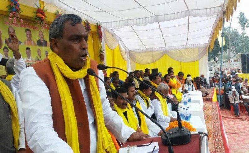 सरकारी बंगले का विवाद: योगी के मंत्री ने किया अखिलेश यादव का बचाव