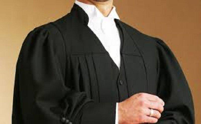 वाराणसी में वकीलों का प्रदर्शन, सीएम योगी से मिलने के लिए रखी मांग