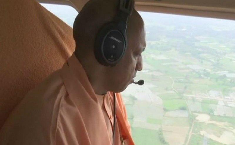 लखीमपुर खीरी में सीएम योगी ने किया बाढ़ प्रभावित इलाकों का हवाई सर्वेक्षण