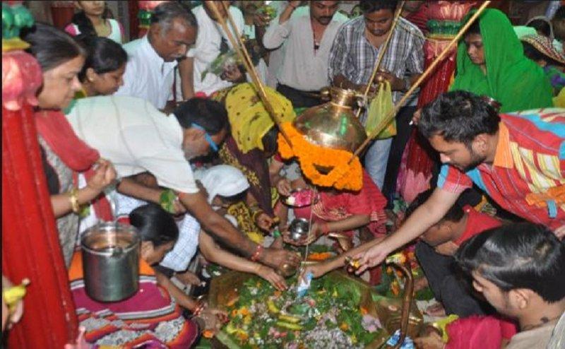 सावन के दूसरे सोमवार पर मंदिरों में उमड़ी शिव भक्तों की भीड़