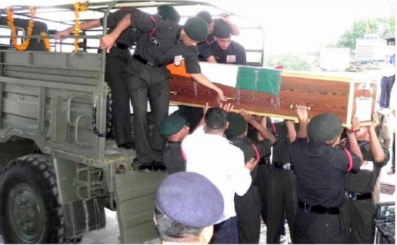 शहीद जवानों का पार्थिव शरीर पहुंचा उत्तराखंड, भर आई आंखें