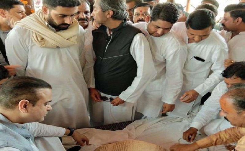 अभिषेक बच्चन और उनके जीजा निखिल नंदा पहुंचे हरिद्वार, राजन नंदा की अस्थियां गंगा में विसर्जित
