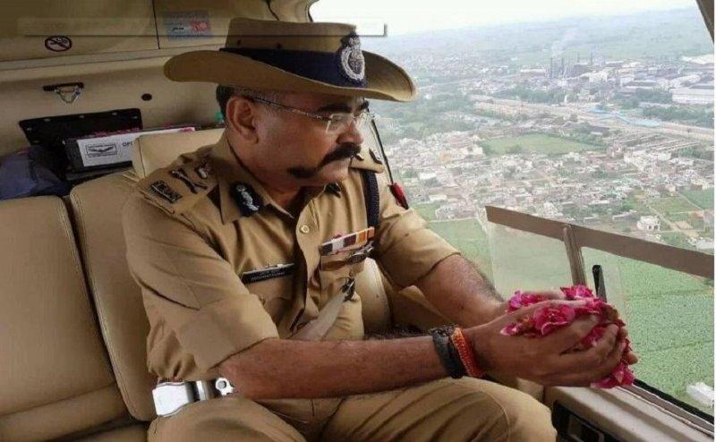 योगी सरकार ने कांवड़ियों पर फूल बरसानेवाले हेलिकॉप्टर के लिए खर्च किए 14 लाख रुपये