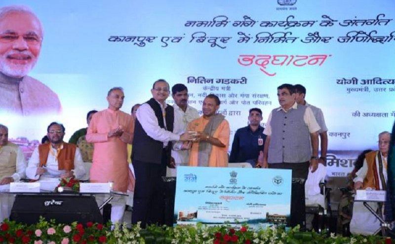 कानपुर में सीएम योगी और केंद्रीय मंत्री नितिन गडकरी ने किया गंगा बैराज का निरीक्षण