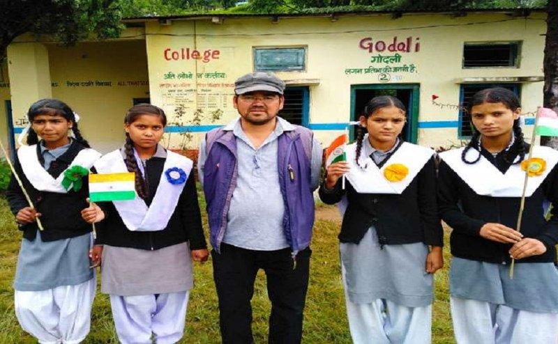 Independence Day 2018: हर स्वतंत्रता दिवस पर बेटियों को गोद लेते हैं शिक्षक धन सिंह घारिया