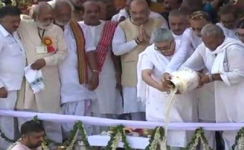 हरिद्वार में गंगा में विसर्जित की गई अटल बिहारी वाजपेयीकी अस्थियां