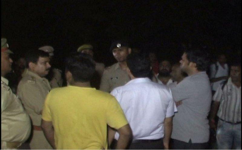 कानपुर में मेडिकल कॉलेज के छात्रों और स्थानीय लोगों के बीच जमकर मारपीट