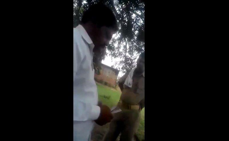 संतकबीरनगर में घूस लेते कैमरे में कैद हुआ सिपाही, किया गया निलंबित