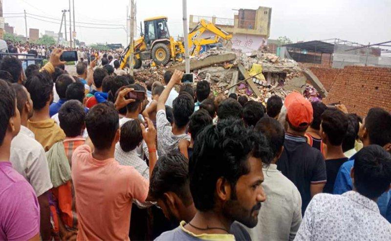 गाजियाबाद के ट्रॉनिका सिटी में गिरी दो मंजिला इमारत, एक की मौत